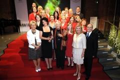 Die Preisträgerinnen und das Team Clarins